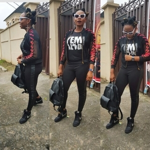 Yemi Alade Are You Actually Going Out With This..? [See Photos]